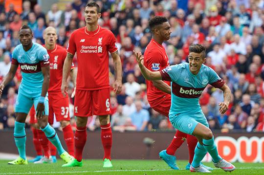 Защитники Ливерпуля часто выглядели беспомощно против напористости игроков Вест Хэма